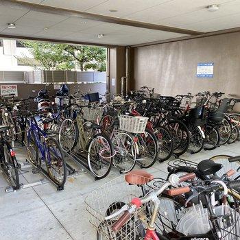 駐輪場、バイク置場もありますよ〜!