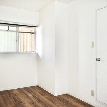 洋室】ドアの部分が段差になっているのでお気をつけください!