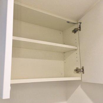 上部にはトイレ用品をストックできます。