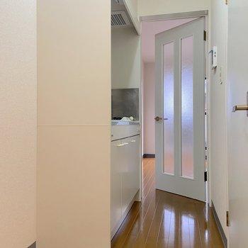 キッチン手前は冷蔵庫スペース。
