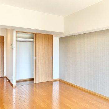 【LD】壁にはフックがついています。インテリアを飾っても良いですね。