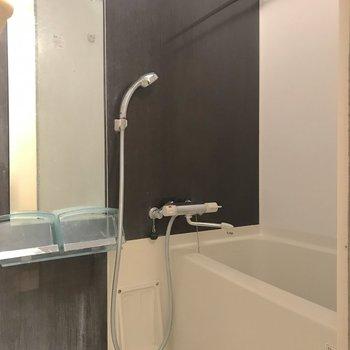 浴室乾燥機があるので雨が続く日も安心です。※写真は4階の反転間取り別部屋のものです