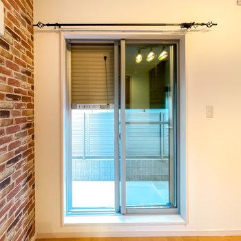 窓はシャッター付きなので、視線対策や防犯用途に使うこともできますよ。