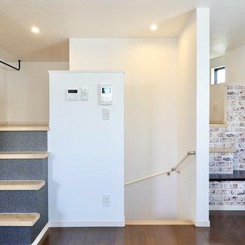 階段側には回遊性のあるロフトが……!