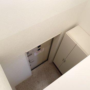 奥の空間は玄関と繋がっていますよ。