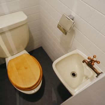 男子トイレ。