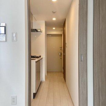廊下に出てみましょう。※写真は3階の反転間取り別部屋のものです