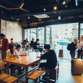 【共用部】カフェやバー、ダイニングが併設されています。