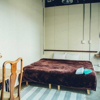 アンティークの家具や木を使った洗面台がお部屋のアクセントに。