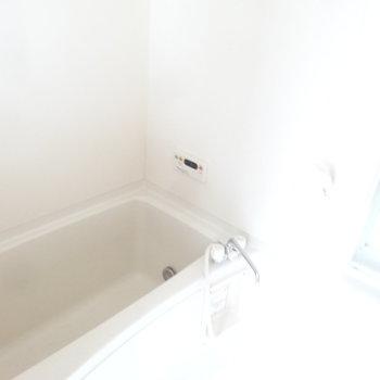 浴室はゆとりがあります。(※写真は同間取り別部屋のものです)