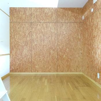 こちらは6帖の洋室です。趣味部屋とかに良さげ。(※写真は同間取り別部屋のものです)