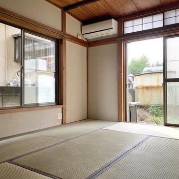 【1階和室】二面採光でエアコン付き。1年中快適な空間ですよ。