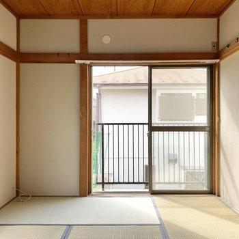 【2階南側和室】2階の和室の色合いも穏やかで良い印象がありますよね。