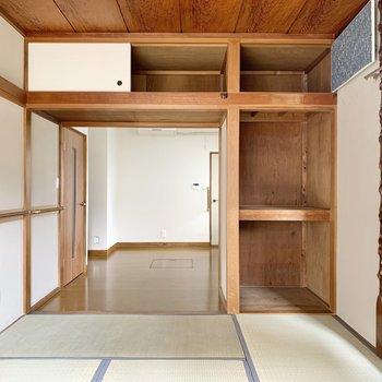 【1階和室】窓側を背にすると収納とご対面。カラーボックスなども活用したいですね。