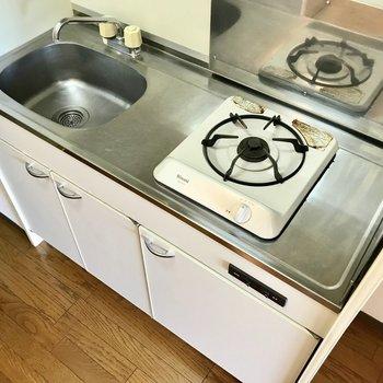 スライド式の調理台があると便利です。※写真は3階の同間取り別部屋のものです