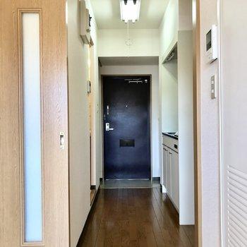 玄関を見てみましょう。※写真は3階の同間取り別部屋のものです