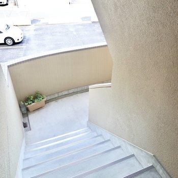 お部屋は2階でアクセスは階段のみなので、家具搬入時の採寸は念入りに。