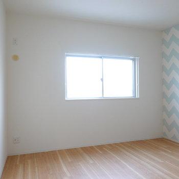 こちらの洋室は7.8帖。夫婦ふたりの寝室にピッタリ。
