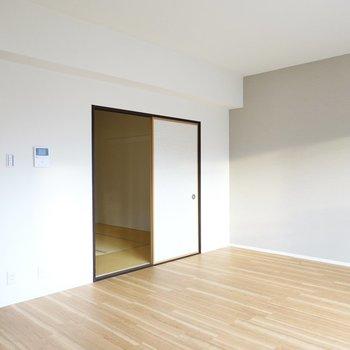 家具や家電はシンプルに、照明などでアクセントをつけると北欧ライクなお部屋に◎