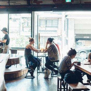 【共用部】カフェの営業時間は11時(土日祝は10時)~17時。新しい出会いも望めそうな空間ですね。