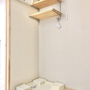 洗濯機置き場。上棚には洗剤など並べたい。(※写真は4階の同間取り別部屋のものです)