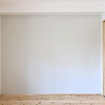 そして隣の洋室もナチュラルです。(※写真は4階の同間取り別部屋のものです)