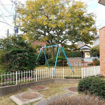 敷地内にブランコもありましたよ◎お子様とお庭感覚で遊べますね。