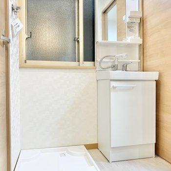 洗面台はすこしコンパクトサイズ。