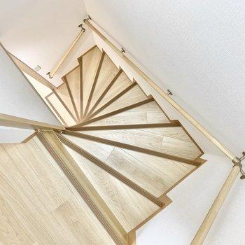 階段は急なので気をつけてくださいね。