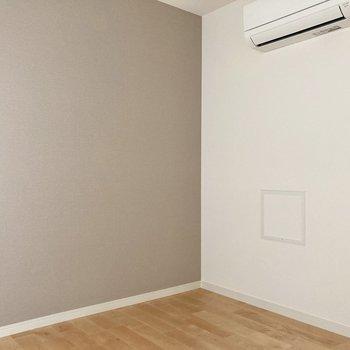 【洋室】4帖と就寝スペースに程よい広さです。