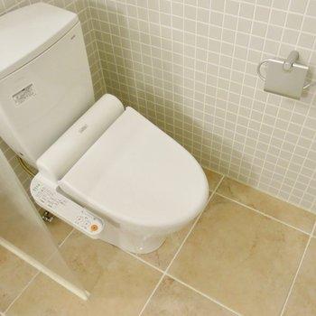トイレはお風呂の横に※写真は同間取り別部屋のもの