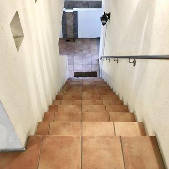 共用部】お部屋までは階段です。