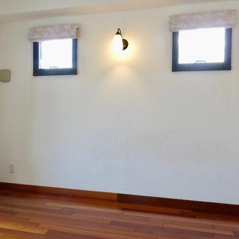 横の小窓が可愛い※写真は同間取り別部屋のもの