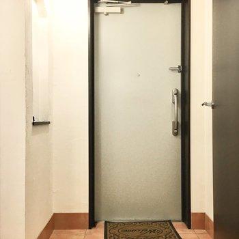 玄関は広々してますよ※写真は同間取り別部屋のもの