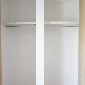 クローゼットは2つに分かれているので片付けやすいですね(※写真は2階の同間取り別部屋のものです)