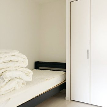 〈洋室〉ここを寝室にするのはどうでしょう?(※写真は1階の反転間取り別部屋、前回募集時のものです)