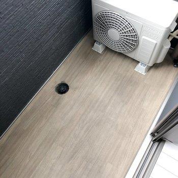 バルコニーはコンパクトで、お掃除もらくらくですね。(※写真は1階の反転間取り別部屋、前回募集時のものです)