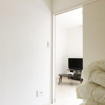 〈洋室〉扉を閉めると落ち着いた空間に。(※家具・家電は見本です)