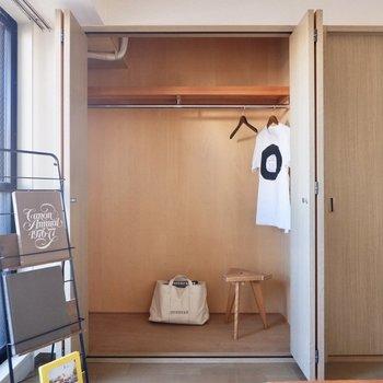 こちらはお洋服用に。衣装ケースを入れると縦の空間を有効活用できそう。