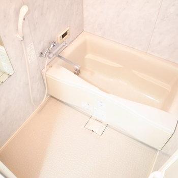 追い焚き機能つきのお風呂です。