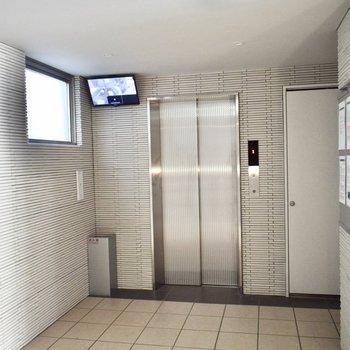 エレベーターで2階まで。