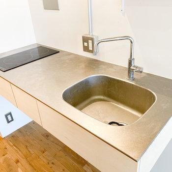 二口コンロで調理スペースもあります※写真はクリーニング前のものです