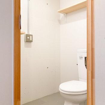 トイレと脱衣所が同室です※写真はクリーニング前のものです