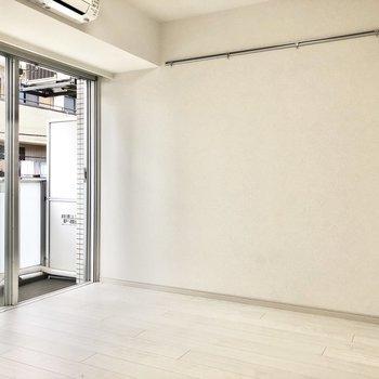 真っ白で綺麗な雪のようなお部屋です。※写真は2階の同間取り別部屋のものです