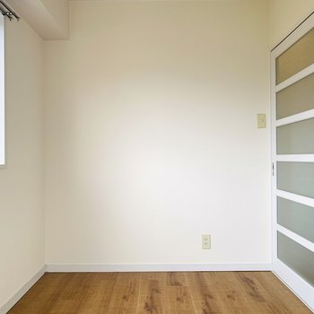 引き戸なのでドアにスペースを取られることなく、家具をセレクトできます。