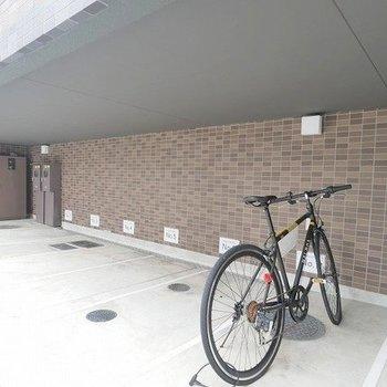 駐輪場付き。お出かけの際は便利ですね。