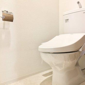 トイレはウォシュレット付きです。(※写真は6階の同間取り別部屋のものです)