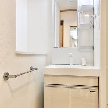 タオルを置いておけそうなスペースがありますよ。(※写真は6階の同間取り別部屋のものです)