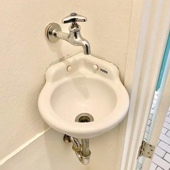 小さな手洗い場もついてるんですよ。