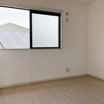 【洋室6帖】こちらは個人部屋として。